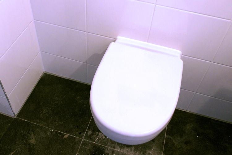 Toilet WC afkitten door kitbedrijf Arluca Tilburg