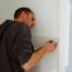 Kitwerk aan kozijn in nieuwbouw toilet Tilburg