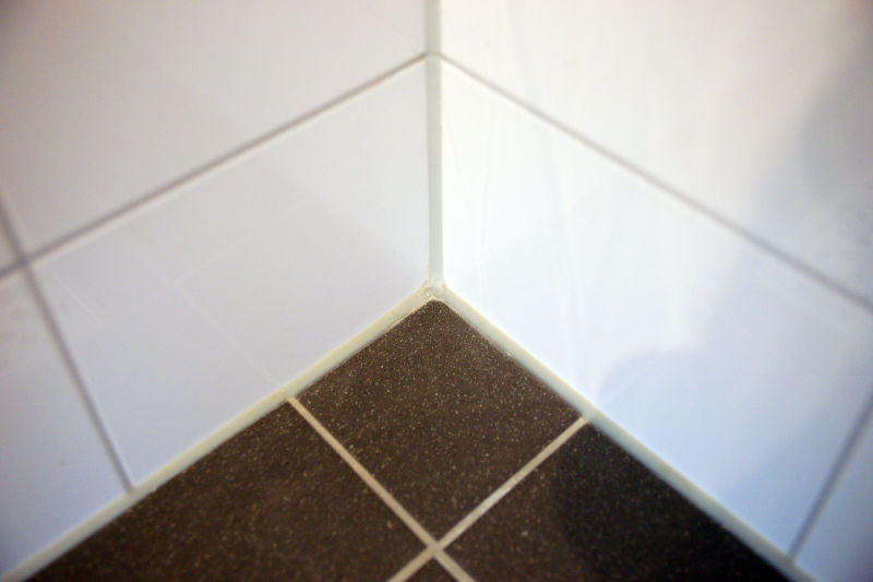 Kitten badkamer vloer en wanden